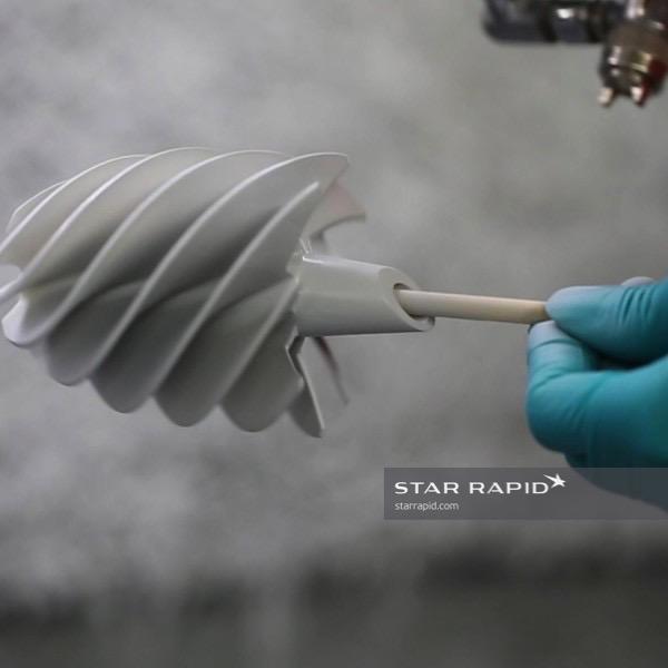 painting-on-loo-blade-sls-part