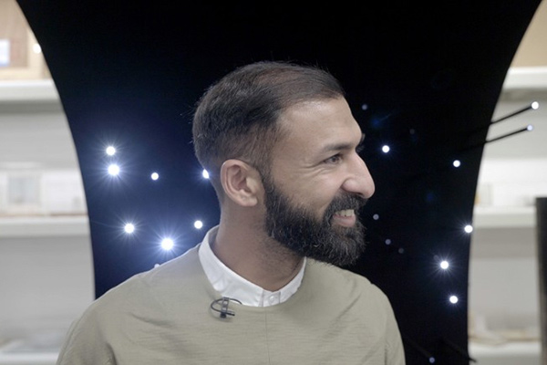 Picture of Asif Khan and his vantablack scultpure