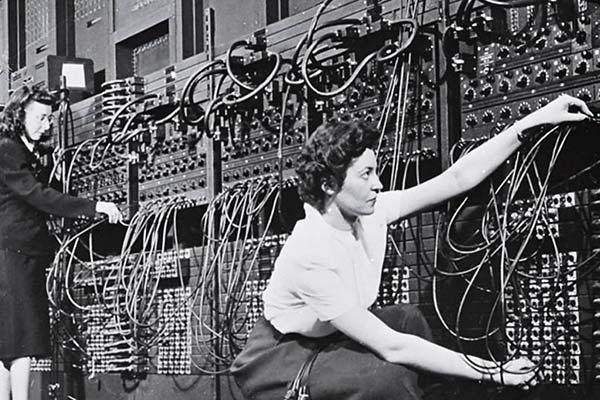 Women programming the first Eniac computer