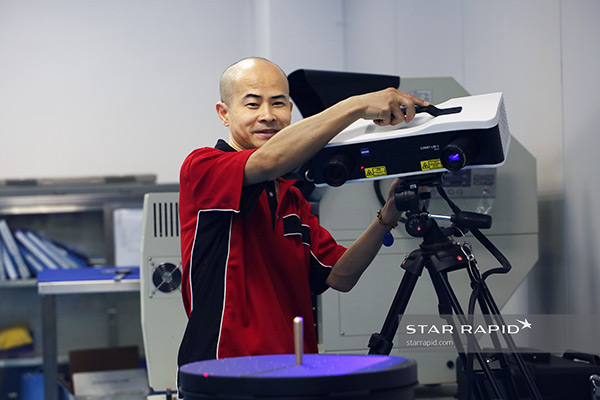 Technician at Star Rapid using Zeiss 3D LED scanner