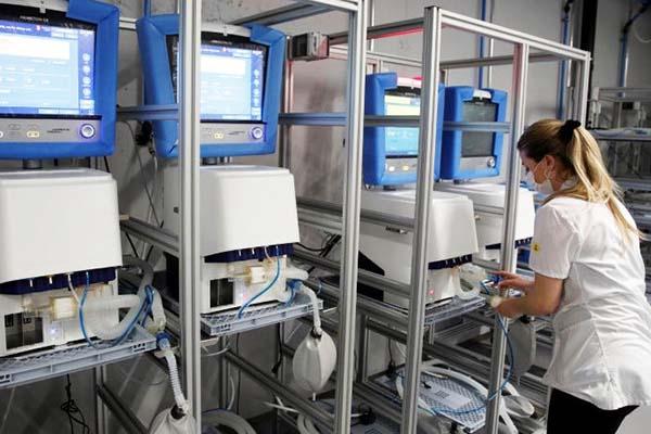 Autoworker making ventilators